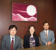 Professor Carol Suzuki with Miyohiko Matsuhisa, left, dean of the Hokkaido University School of Law in Sapporo, and Professor Hisashi Aizawa.